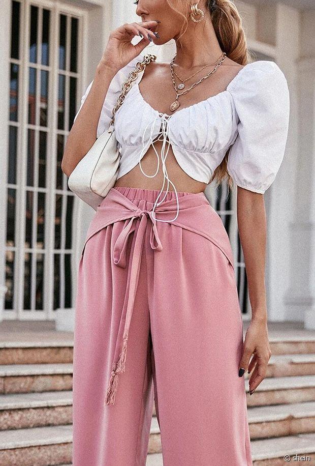 Comment porter un pantalon rose ce printemps-été 2021 ?