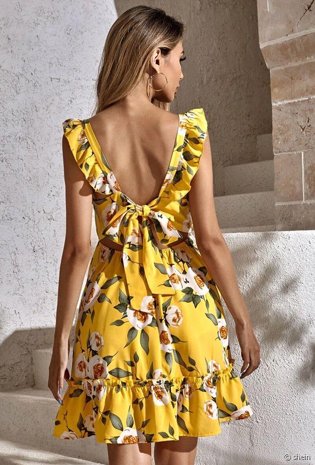 La robe jaune fleurie : un hit de l'été 2021
