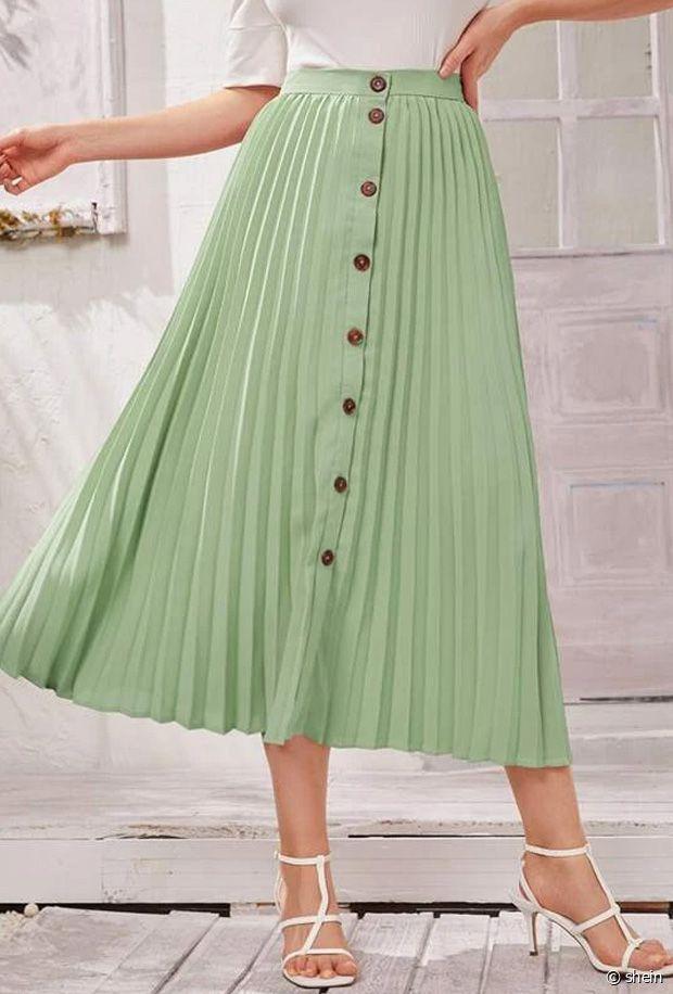 Gros coup de coeur pour cette jupe plissée à boutons : la couleur est superbe !
