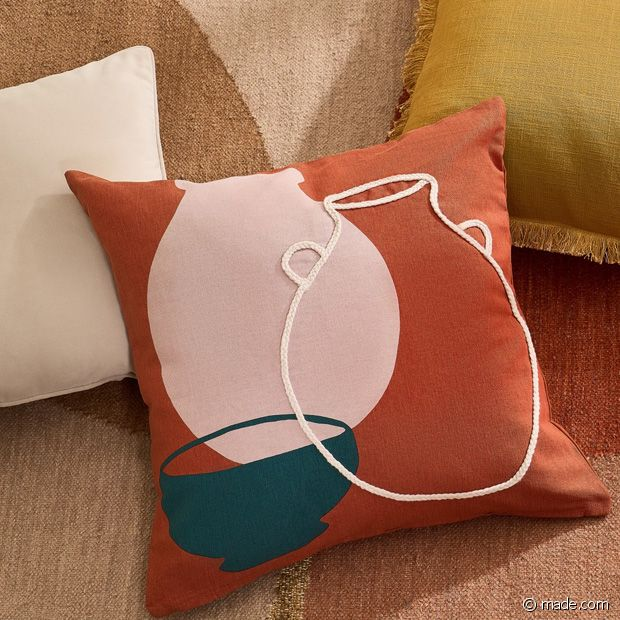 Le coussin parfait pour relever un canapé uni