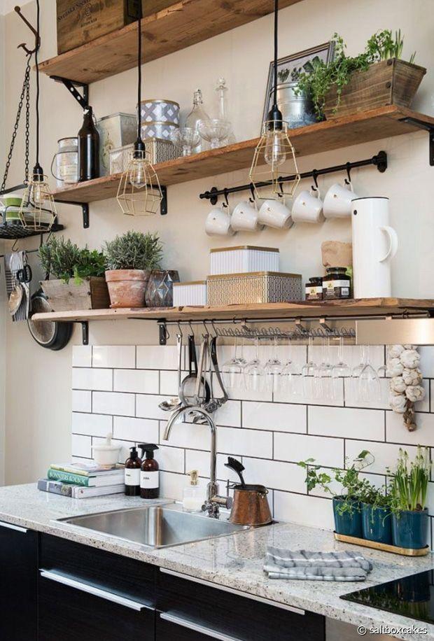 Une cuisine pas facile à dépoussiérer mais ultra pratique pour le rangement !