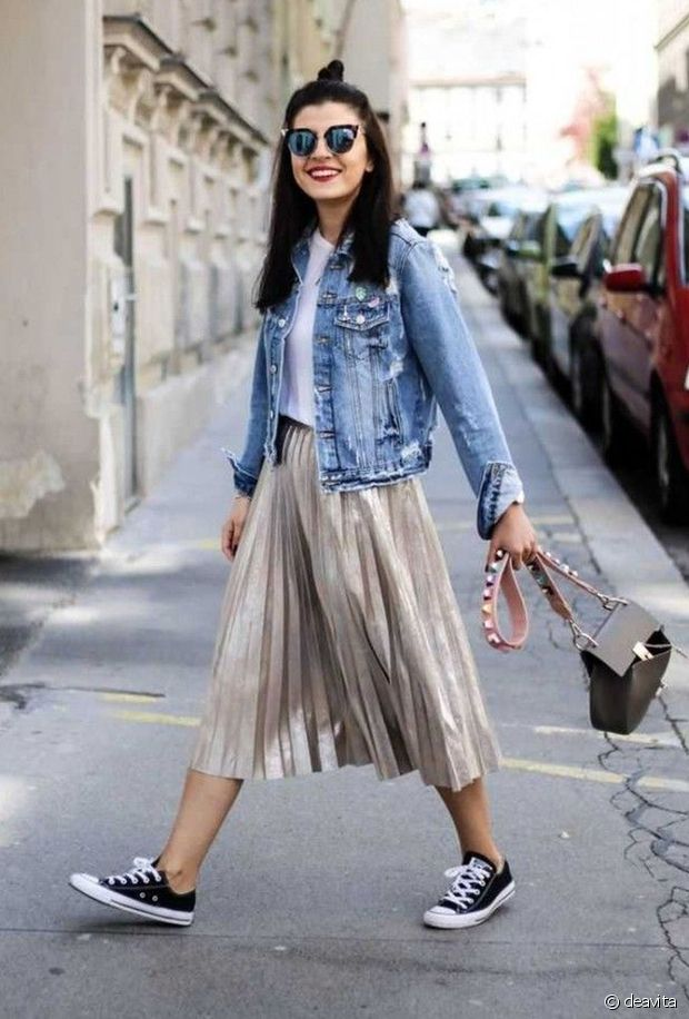 Jupe plissée + veste en jean = le combo parfait