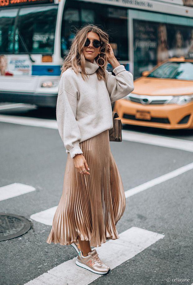 Une jupe plissée métallisée pour un look sans fautes