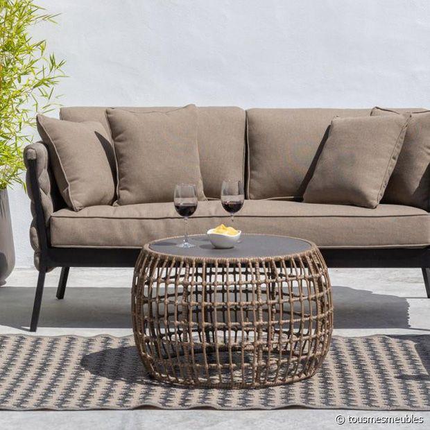 Sublimez le coin salon de votre terrasse avec cette table basse ronde au look exceptionnel !