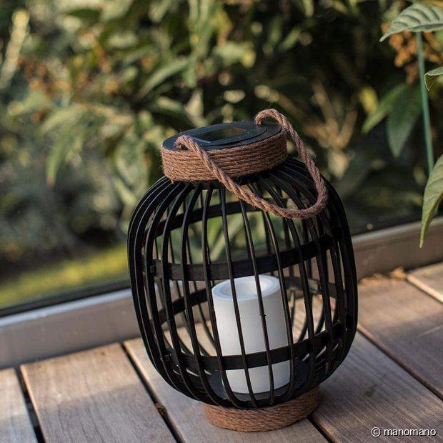 Une petite lanterne décorative parfaite pour illuminer votre extérieur le soir venu