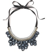Collier plastron perles synthétiques. mademoiselle r