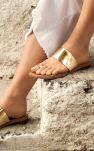 Une touche de doré sur mes sandales