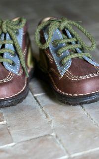 Chaussures pour garçons dans la tendance