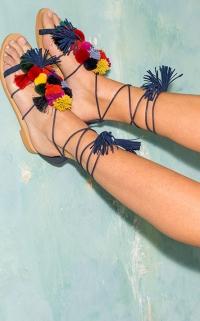 sandales à pompons