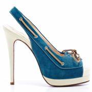 Sandales bleues et beiges