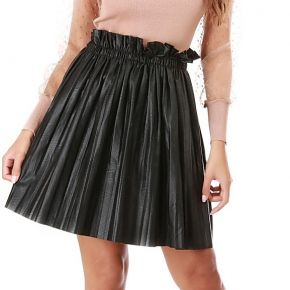 Jupe courte noire en simili cuir plissé