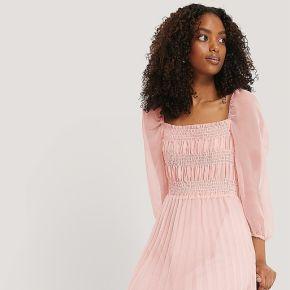 Na-kd party robe mi-longue À structure - pink