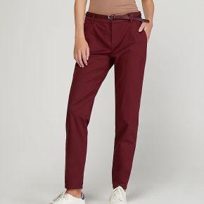 Pantalon chino slim bordeaux rouge esprit femme