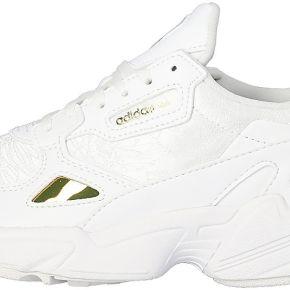 Baskets adidas falcon blanche et argent femme